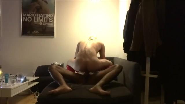 Grasso amico gay coda seduto sul sottile ragazzo gay