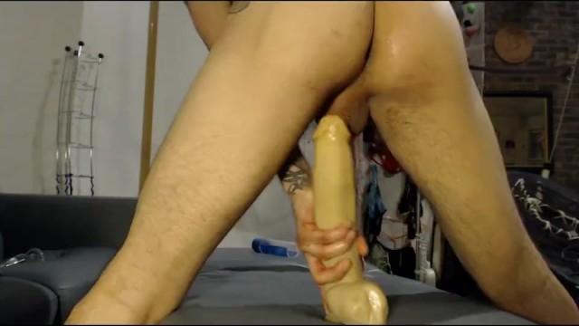 Enorme dildo seduta sperma