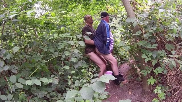 Meleg nagypapa szex az erdőben, szopás és dugás a nagypapával