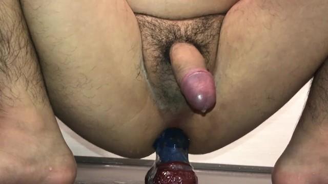 Kleinen penis Homosexuell Mann setzte sich auf den dildo
