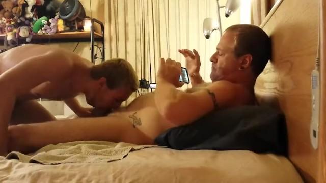 Padre cazzo un pompino da un ragazzo gay