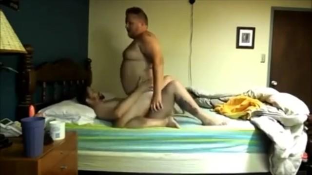 Átlagos apuka titokban egy fiatal sráccal szokott szexelni
