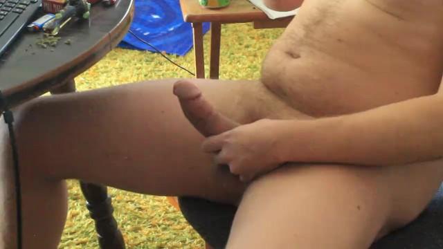 Giardino, seduto nella poltrona masturbandosi nonno cazzo