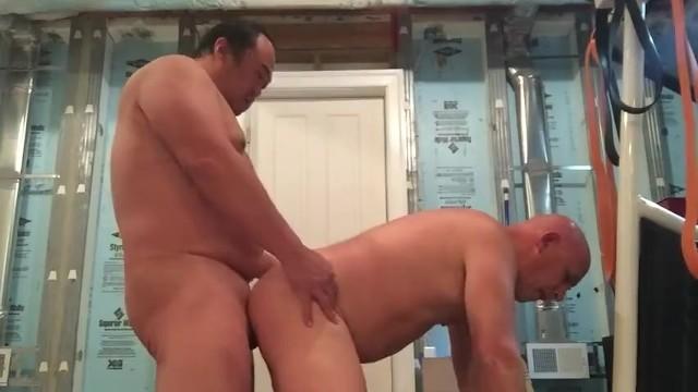 Kövér ázsiai apuka szexelt egy pasival