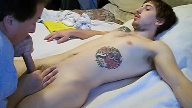 Ubriaco compagno di stanza succhiato il mio ragazzo gay