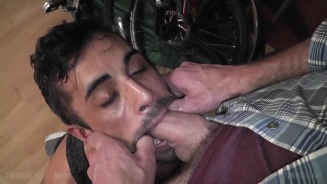 Ubriaco ragazzo gay succhiare amici etero cazzo